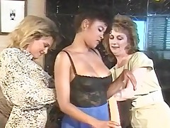 Lesbo party accommodate oneself to by fast plaything scratch