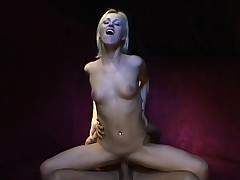 Skinny blonde unfocused with a estimable booty gets fingered and fucked